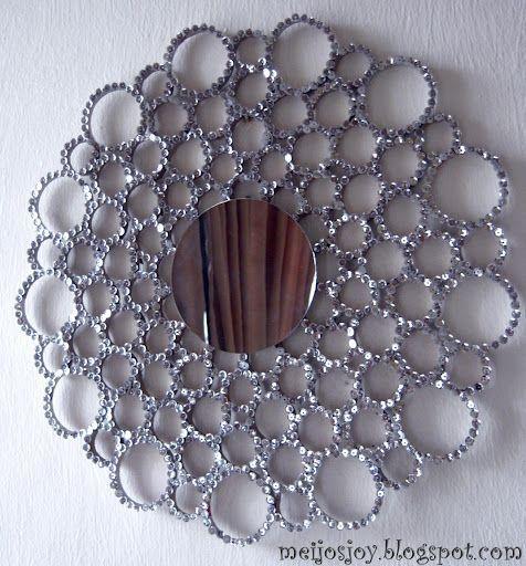 moldura feita com tubo de papelão e lantejoula, nao parecia..