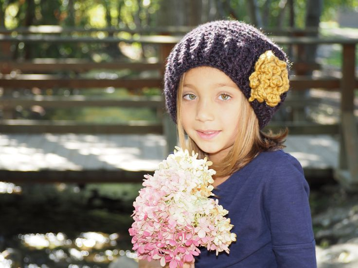 Girls hats head warmers and scarves http://classifieds.castanet.net/details/baby_booties_and_more/2093129/