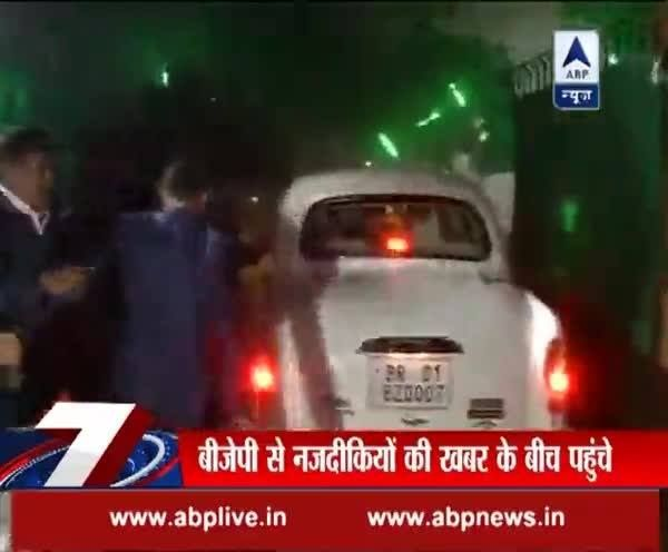 Bharatiya Janata Party (BJP) से नजदीकियों की खबर के बीच Lalu Prasad Yadav के घर पहुंचे Nitish Kumar #Demonetisation