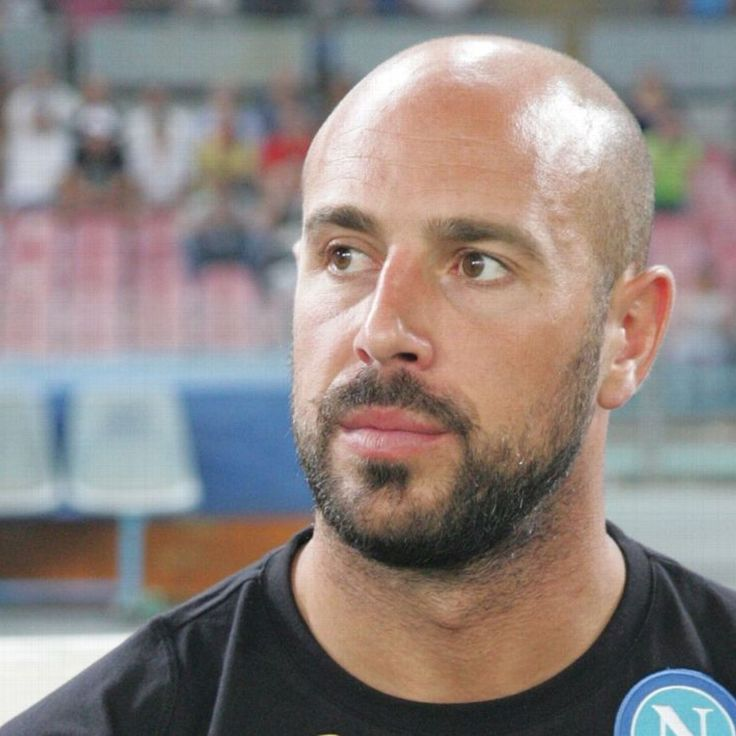 Napoli keeper Pepe Reina denies making Barcelona approach