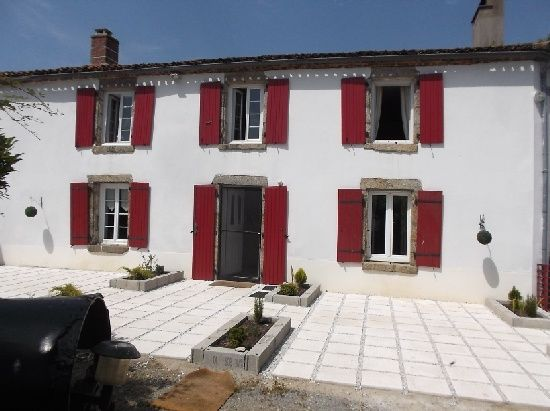 Moutiers-Sous-Chantemerle, (79) Deux-Sèvres, Poitou, Charentes - €115,000 Located on the edge of an attractive village, walking distance of the local bakery, bar/restaurant. In the former grounds of the local Chateau. http://www.francehousehunt.com/listing-house-within-walking-distance-of-village-266429.html #France