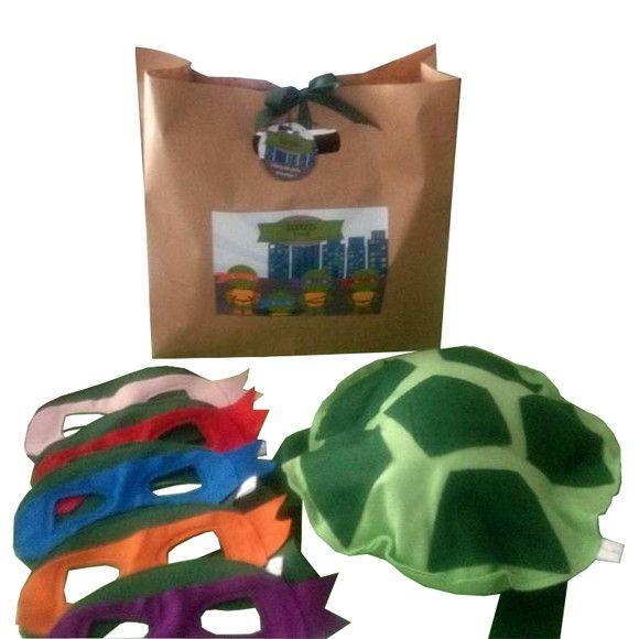 Casco + Máscara Tartaruga Ninja confeccionado em feltro,embalado em uma linda sacola personalizada.Acompanha tag personalizada. <br>Tom roxo - Donatello; <br>Tom azul - Leonardo; <br>Tom vermelho - Rafael; <br>Tom laranja - Michelangelo; <br>Tom rosa (sugestão para as meninas).