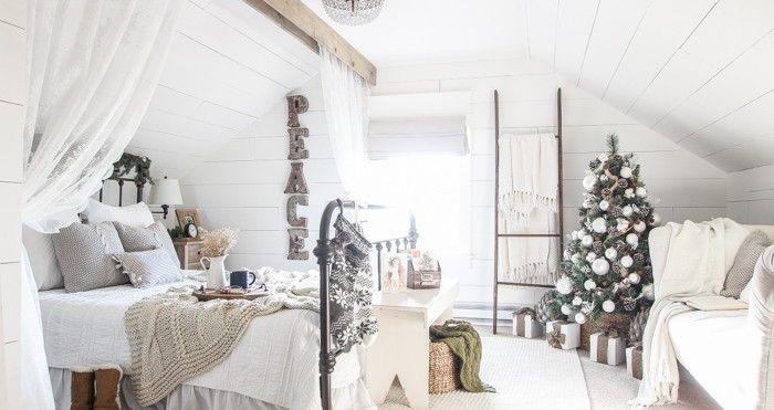 Una camera in #mansarda decorata per il #Natale