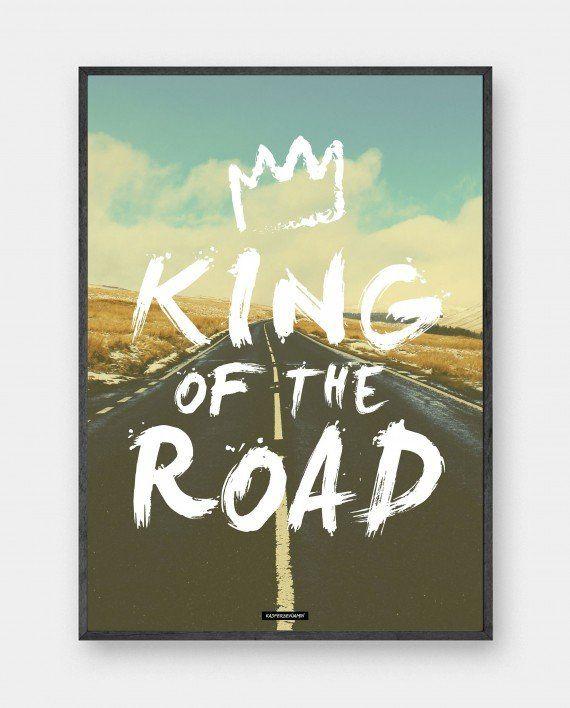 King Road: Fotokunst med motiverende tekst. Ideel til manden som kan lide at have frihed, fart og et 'selvportræt' hængende. Trykt på 200 gram papir. Se mere online på www.kasperbenjamin.com
