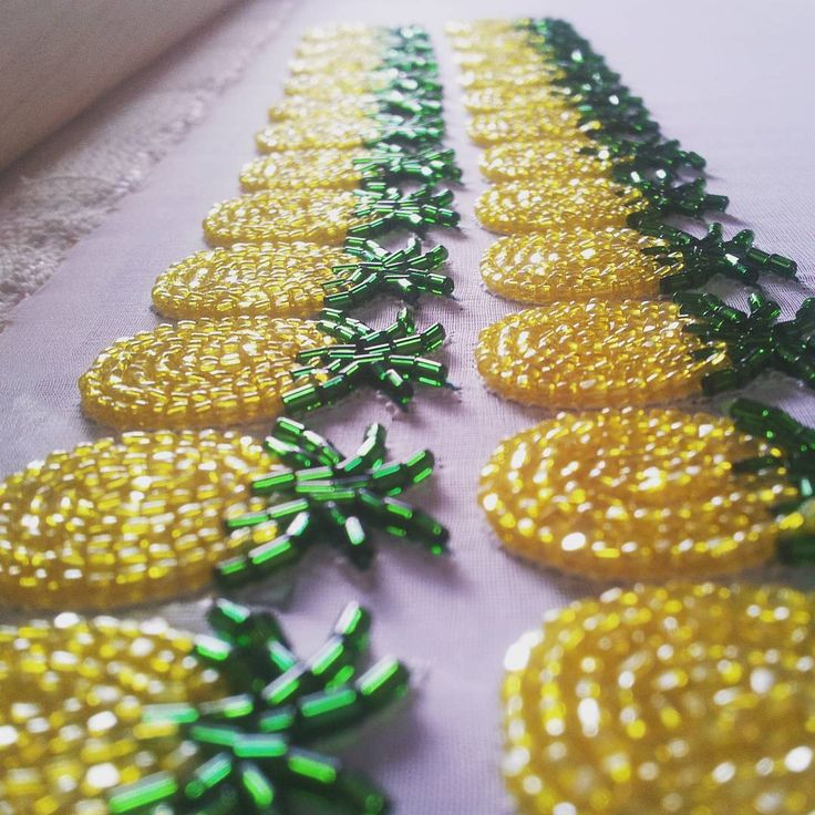 ANANAS FOLIIIE !! #221broderie #embroidery #etsyshop #etsy #ananas #pineapples #earrings #fruitearrings #beadsembroidery