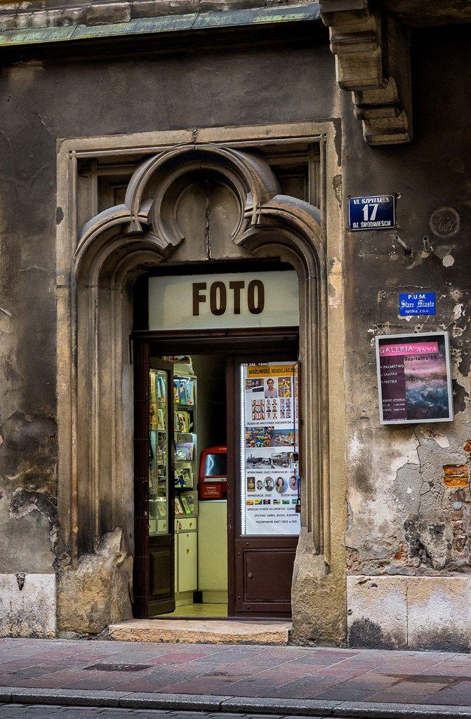 https://flic.kr/p/BUNiLd | Foto, Krakow, Poland | Photo shop, Ulica Szpitalna, Krakow, Poland