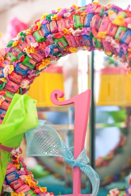 How fun would this bubble gum party wreath be for a candyland birthday party? - #gum #wreath #party #candyland #birthday