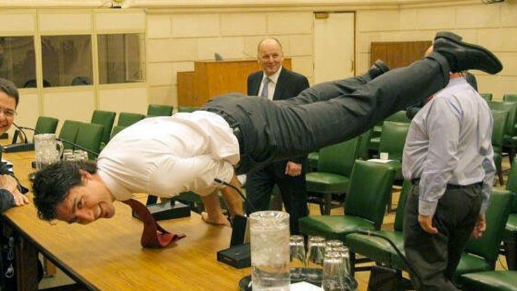 Photo of Justin Trudeau doing yoga makes the internet freak out — again