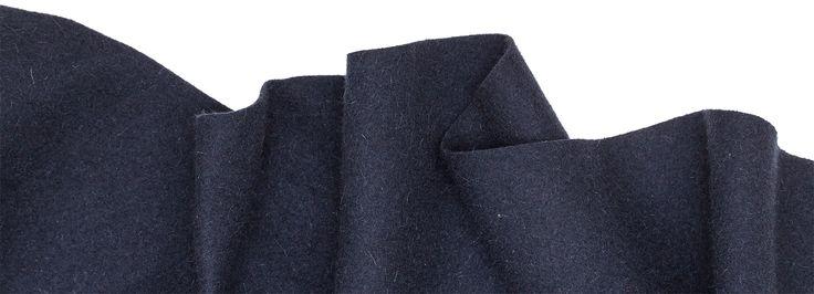 À Capucha! 100% wool fabric.