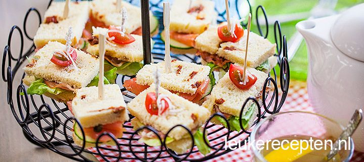 Mini sandwiches met zongedroogde tomaten