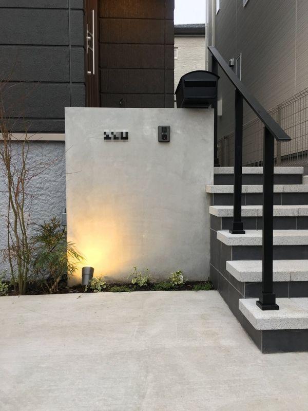 モルタル金ゴテ仕上げの門柱 玄関アプローチ 階段 玄関ポーチ
