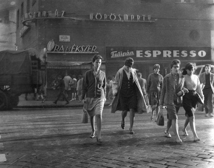 az Üllői út a Vörösmarty Mozinál a hatvanas években fotó: Lukács Ludmilla forrás: http://index.hu/nagykep/2014/11/07/szazeves_kamaszok/