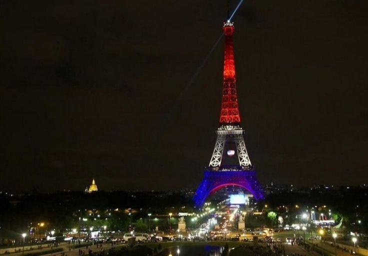 Strage Orlando, la Torre Eiffel è arcobaleno - Repubblica.it