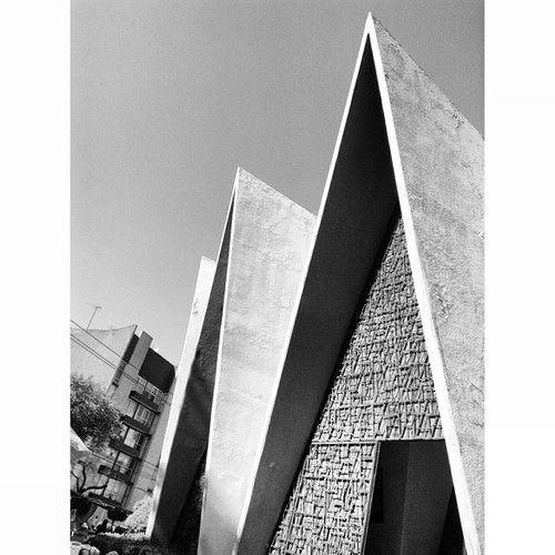 Parroquia de la Divina Providencia, Adolfo Prieto 1559, Del Valle, Benito Juárez, México DF 1968  Arqs. Honorato Carrasco y Amaury Pérez de la Horta
