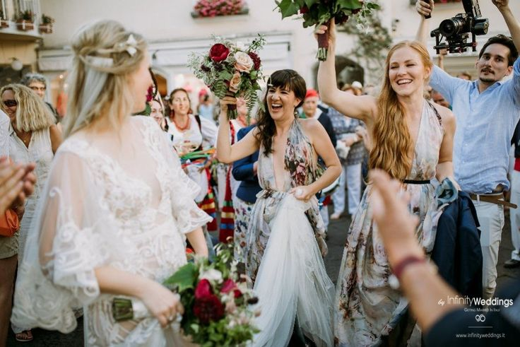 Capri, the famous & glam Italian island, is the perfect frame for an unforgettable Destination Wedding! #capri #destinationwedding #weddingplanner #weddinginitaly #bridesmaids