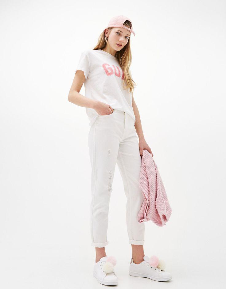 Jeans Mom Fit High Waist. Descubra esta e muitas outras roupas na Bershka com novos artigos cada semana