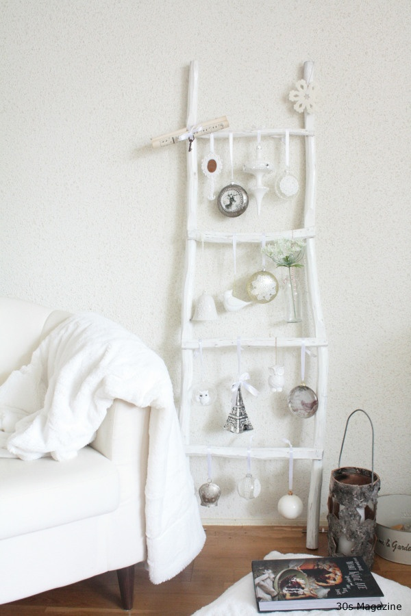 ladder decorated for christmas <3 http://www.facebook.com/MormorsStuer