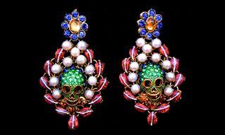 Sebastián Jaramillo Joyería se enfoca en crear joyas únicas. Nunca repetidas usando diversos materiales desde resinas a diamantes. Las creaciones de Sebastián han adornado las páginas de revistas como Elle, Vogue y Harper's bazar y son vendidas en NY, Miami, L.A y España. http://www.feriaburo.com/participante/moda/122-sebastian-jaramillo-joyeria