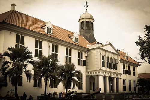 Taman Fatahillah  square offers three of the city's most interesting museums. This  museum is located in a building of cultural property which in the past  known as Stadhuis, the City Hall of Batavia. The building was constructed in 1707 by the city government of Batavia during the period of VOC and  Governor General Abraham van Riebeeck inaugurated it in 1710. Lcated in front of a park, which in the past was known as Stadhuisplein, the City Hall Park. Now's called Taman  Fatahillah.