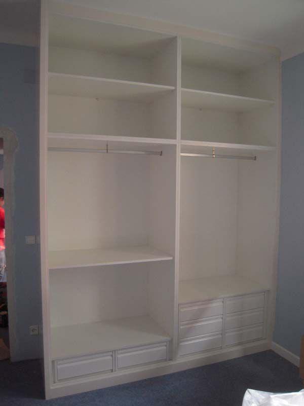 interior de armario blanco