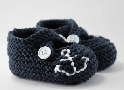 super cute navy baby booties...love these!!