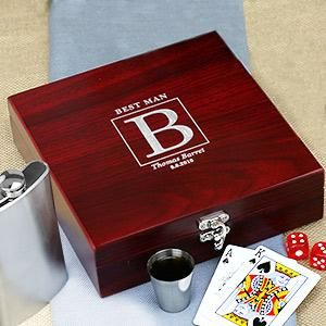 Engraved Groomsmen Poker Set | whatgiftshouldiget.com