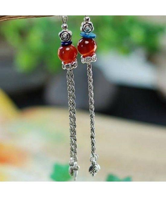 Cercei lungi, un  model in tendinte. Cerceii sunt realizati din argint tibetan, un aliaj special de cupru ce confera bijuteriei un aspect vintage.