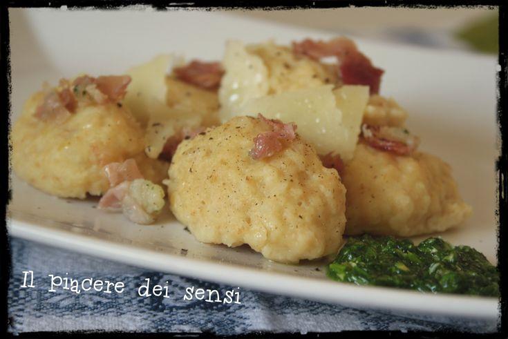 Gnocchi di pane con speck e pesto di rucola - Calhetas occitane