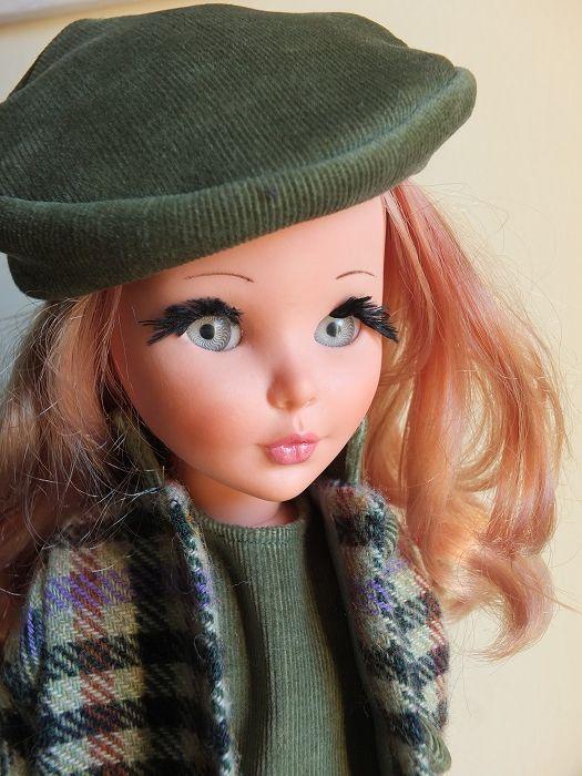 Sheila particolare con basco in velluto
