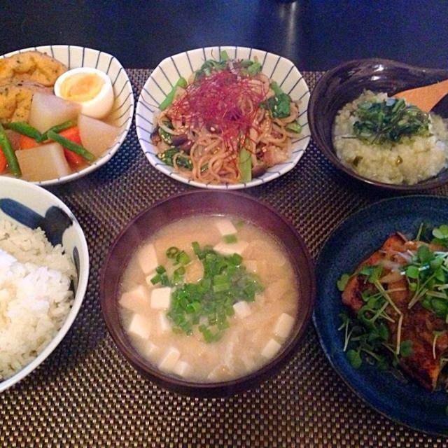 カジキマグロがあったので クックパッドで人気のレシピで 作りました! 1位だけあって美味しかったです^ ^ - 8件のもぐもぐ - カジキマグロのステーキ、ガンモドキの煮物、オイスターソース焼きそば、ミニ七草粥、揚げとお豆腐のお味噌汁 by Ayumiazu