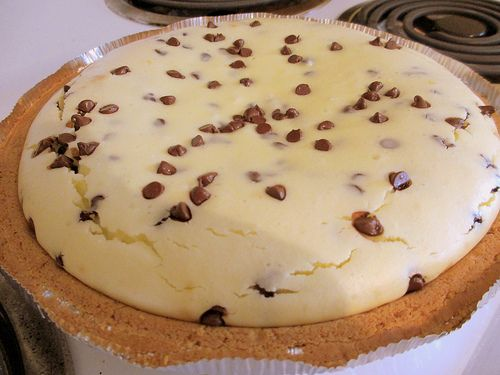 Easter Dessert: Chocolate Chip Cheesecake. | sunshine and some tea #chocolates #chocolaterecipes #sweet #delicious #yummy #food #choco #chocolate