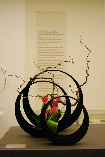 #rund #Büro Ikebana at Yoshitoshi expo by Otomodachi, via Flickr Like the see through effect.