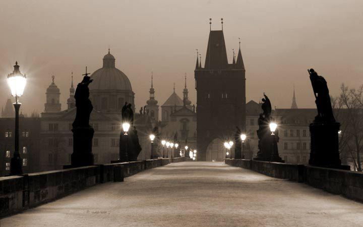 Loop over de Karelsbrug in Praag met dit #Fotobehang