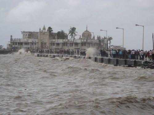 Top 5 Places in Mumbai – Gateway, Mani Bhavan Gandhi, Bollywood, Haji Ali and Cowpatty Beach