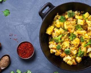 Poêlée épicée Croq'Kilos aux pommes de terre, chou-fleur et brocolis