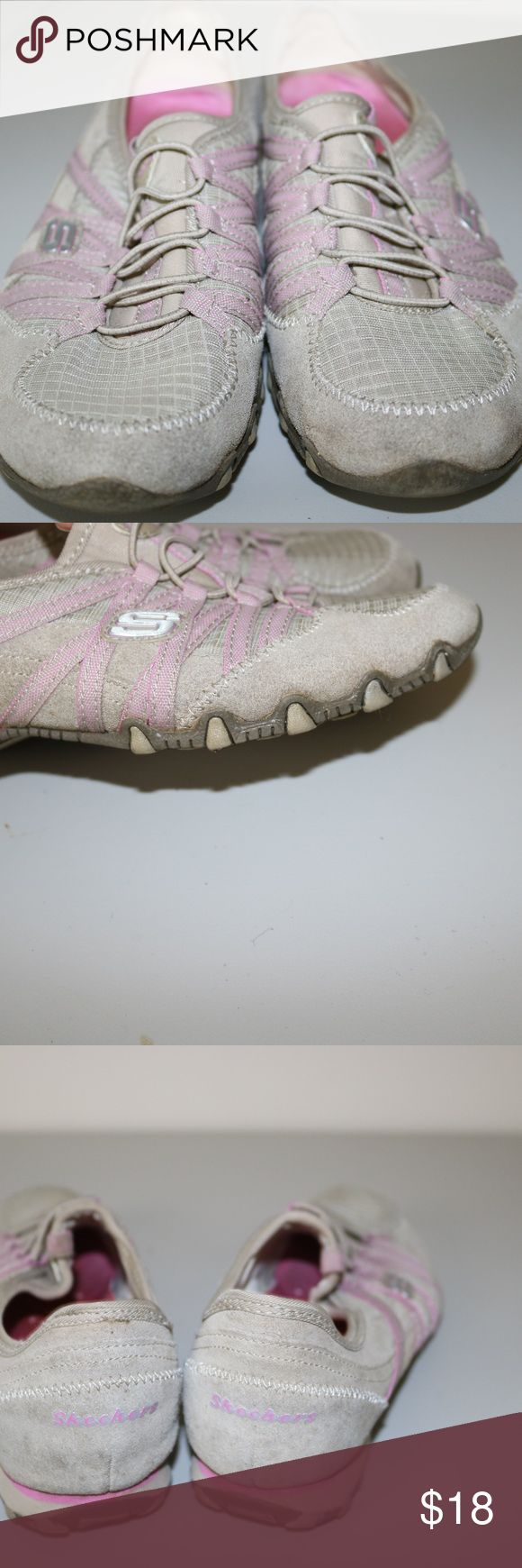 SKETCHERS WOMEN SNEAKERS SIZE 8.5 SKETCHERS SNEAKERS IN A SIZE 8.5  ITEM IS IN GOOD USED CONDITION SKETCHERS Shoes Sneakers