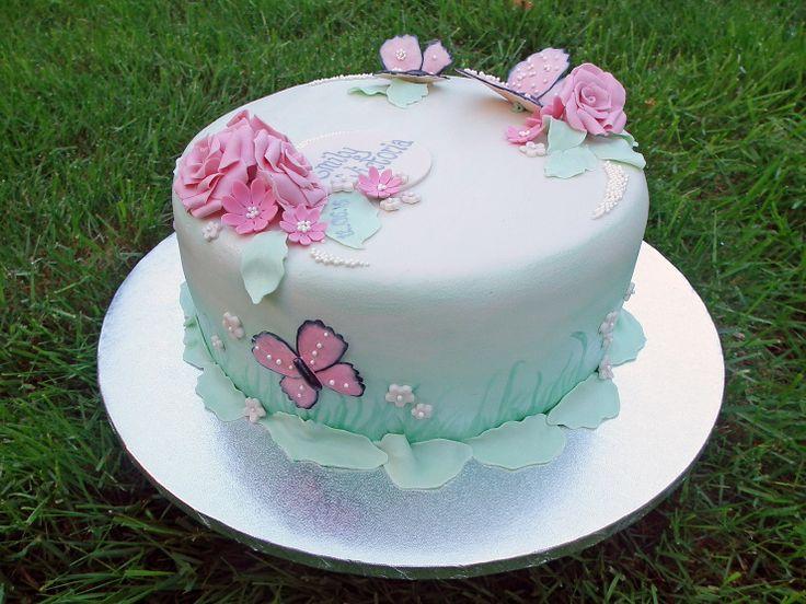 Dåpskake i pasteller med sommerfugler {Bakemagi.no}    #dåpskake #christeningcake #baptismcake #butterfly #cake