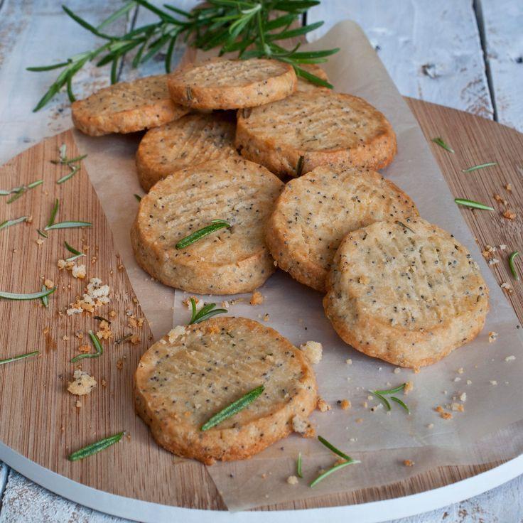 Découvrez la recette Sablés au parmesan sur cuisineactuelle.fr.