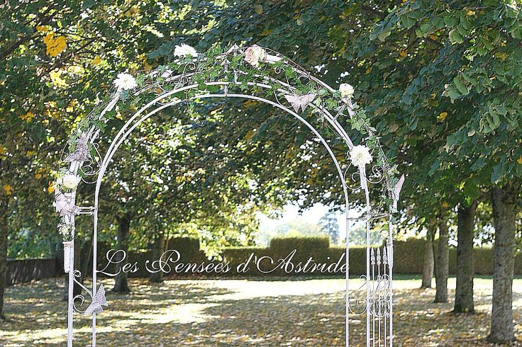 Une arche pour un mariage <3 avec des Roses, Dahlias & Lierre.