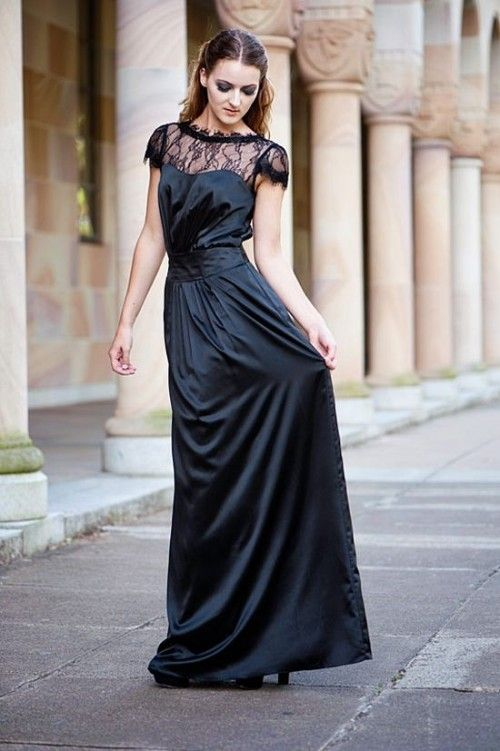 17 Stunning Halloween Bridesmaids' Dresses | Weddingomania