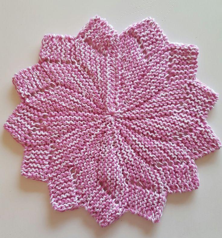 Så var jeg i gang med å strikke kluter igjen... Merkelig dette, for jeg har fortsatt ingen strikkekluter selv... For en tid tilbake fant j...