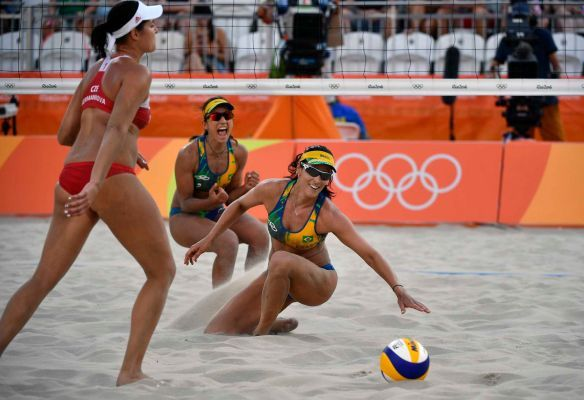 Agatha and Barbara Seixas of Brazil react after scoring a point against the Czech Republic during the women's Beach Volleyball Preliminary round matches of the Rio 2016 Olympic Games at the Beach Volleyball Arena on Copacabana Beach in Rio de Janeiro, Brazil, 06 August 2016. Brazil won the match.