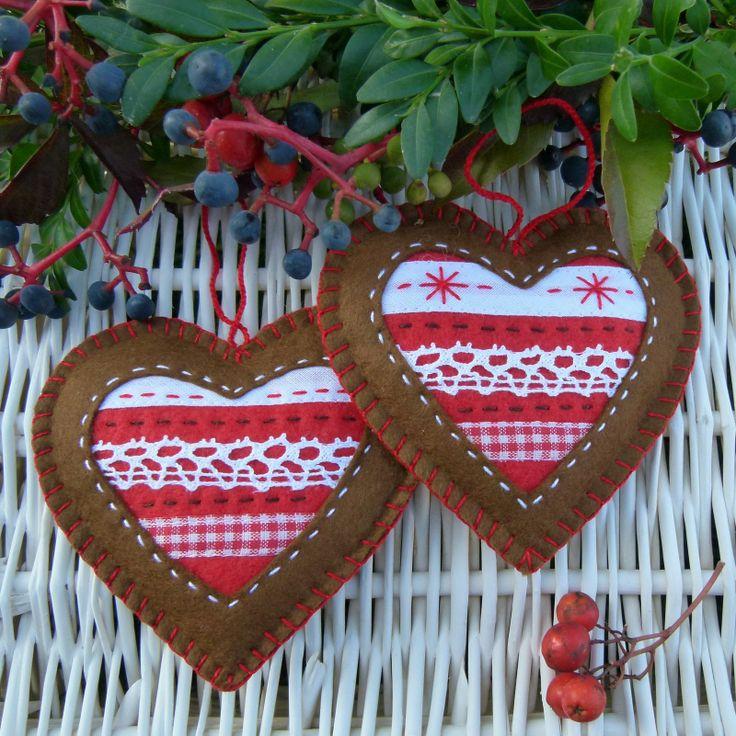 Vánoční ozdoba Romantické, ručně šité vánoční ozdoby, které můžete využít na stromek i adventní věnec. cena za 2 kusy velikost 10x10 cm