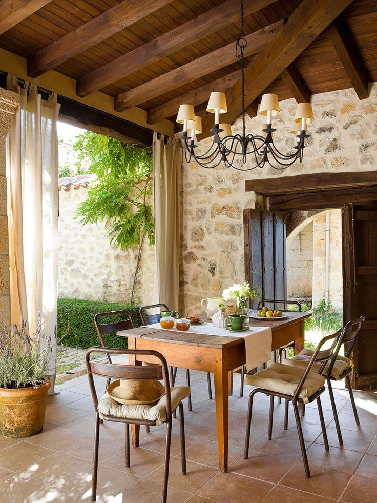 Comedor . . . Dining Room - Table from Antigüedades Cerrajería Nájera; and antique chairs, Mikel Larrinaga Study. . . . Recuperada con Encanto: de Vieja Escuela a Casa Rural (Retrieved Charming: From Old School to Country Cottage)