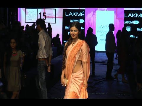 WATCH Mouni Roy stunning gorgeous in low waist saree at Lakme Fashion Week 2015. See the video at : http://youtu.be/a4HJI9_BYpk ‪#‎mouniroy‬ ‪#‎lakmefashionweek2015‬ ‪#‎lfw2015‬
