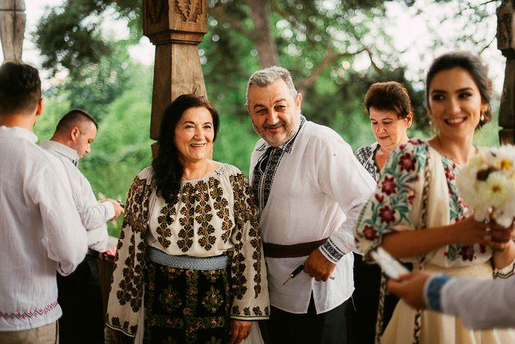Iulia-Andrei-traditional romanian wedding_land of white deer (9)