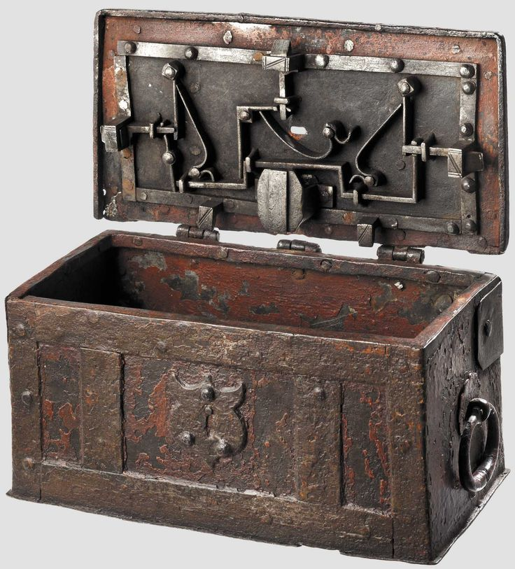 the three caskets of fortune Bassanio confessed to portia that he had no fortune,  at the time shakespeare wrote the merchant of venice  man who correctly chooses one of three caskets.