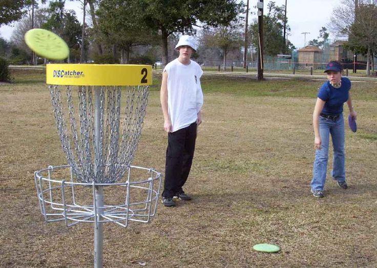 El golf de disco, la prometedora fusión deportiva http://www.amantesdeldeporte.com/deportes-extranos/que-es-el-disc-golf.html