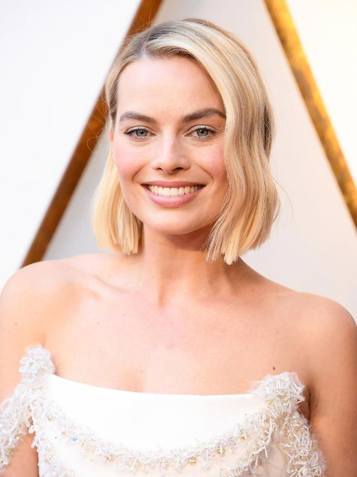 Oscars 2018 Red Carpet Margot Robbie Angelic Makeup Look Short Hair Ideas Shorthairideas Thick Hair Styles Short Hair Styles Short Ombre Hair