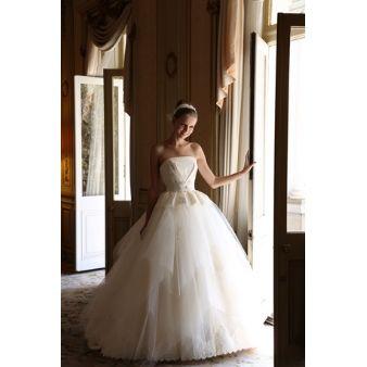 bittersweet(ビタースウィート):【新作ドレス】人気のペプラムラインのウエディングドレス